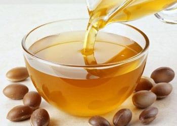 Pour avoir des cheveux brillants et souples, utilisez de l'huile d'argan