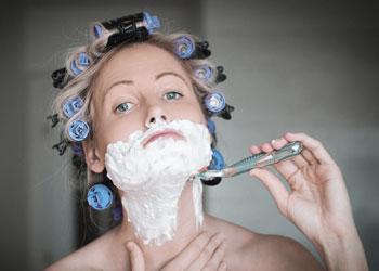 Le rasage, une des solutions pour lutter contre l'hirsutisme