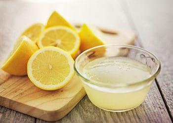 Le jus de citron un assaisonnement peu calorique et goutu