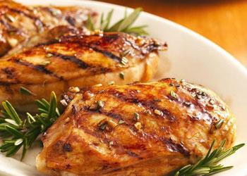 La poitrine de poulet ou de dinde pour les salades brûle graisses